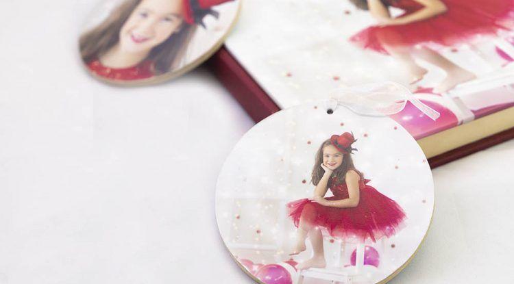 Foto gratis para niños en forma de bola de Navidad con Atelier Fotógrafos Málaga
