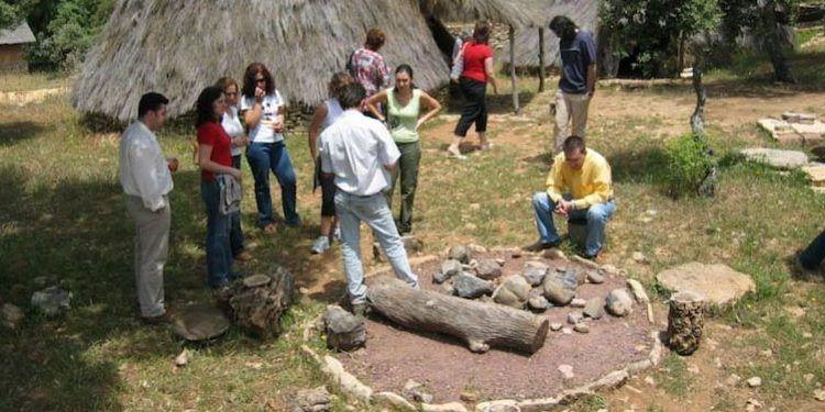 programa familiar finca la algaba ronda visita poblado prehistórico monte cabecera