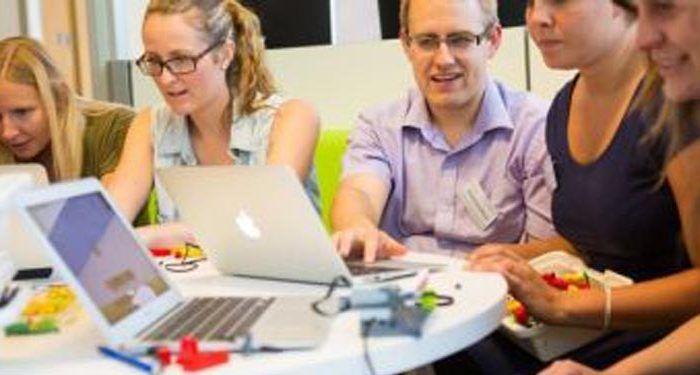 Charla sobre 'El proyecto educativo LEGO' en Agapea CAC Málaga cabecera