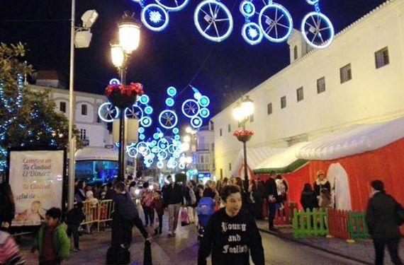 Cabalgata de Reyes Magos en Vélez-Málaga navidad fiestas calle iluminación atracciones cabecera