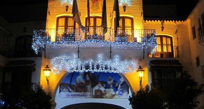 cabalgata reyes magos nerja navidad cartero real fachada iluminada ayuntamiento cabecera