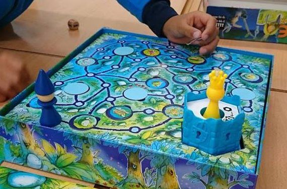 juegos familia play planet caja blanca Catan Junior, Carcassonne Junior cabecera