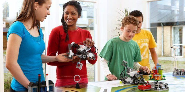 Robotix Málaga reportaje niños robots talleres aulas galería 03