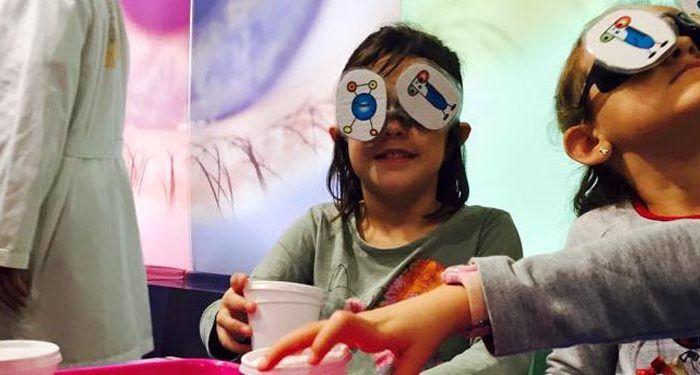 fiestas de cumpleaños con ciencia divertida planeta explora málaga niños y niñas experimento 4