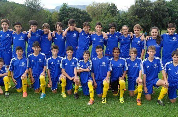 Fútbol e inglés para niños en Málaga con Campus Chelsea FC Foundation monitor equipo futbol formacion