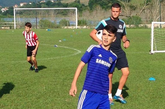 Fútbol e inglés para niños en Málaga con Campus Chelsea FC Foundation futbol en accion