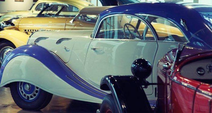 Visita en familia el Museo Automovilístico de Málaga y descubre como suena el motor de algunos de sus coches