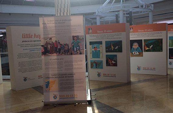 """Centro Comercial Rosaleda, exposición de pinturas """"Little Hopes"""" (pequeñas esperanzas). Están hechas por niños y niñas que han sufrido daños directos en la guerra de Siria"""