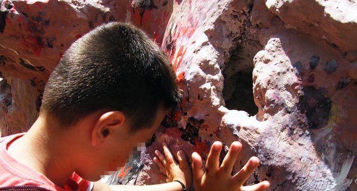 Talleres prehistóricos para niños en Málaga Yacimientos Arqueológicos de la Araña Málaga