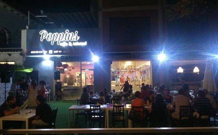 Cena con niños en verano en Málaga en Poppins, con servicio de ludoteca