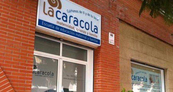 Fachada exterior Escuela La Caracola de maternidad y familia en Málaga