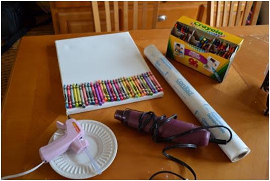 Cuadro de ceras derretidas, un invento original para hacer con niños Saturna.Manualidades 01