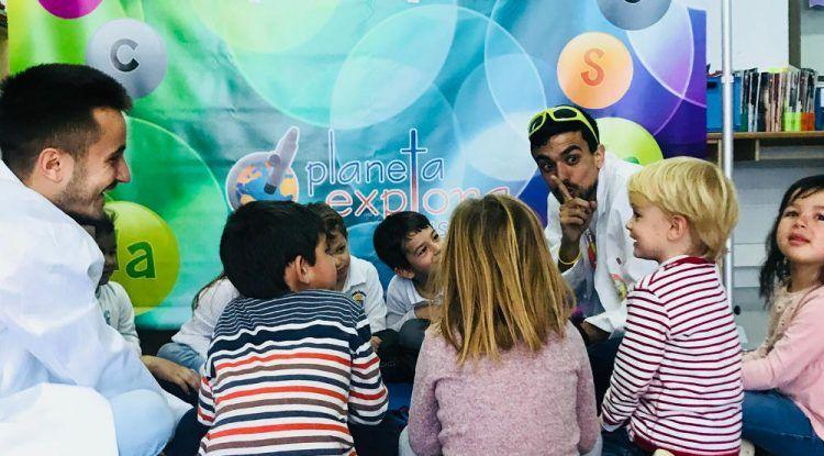 Talleres en clase de Planeta Explora Ciencia Divertida en colegios de Málaga