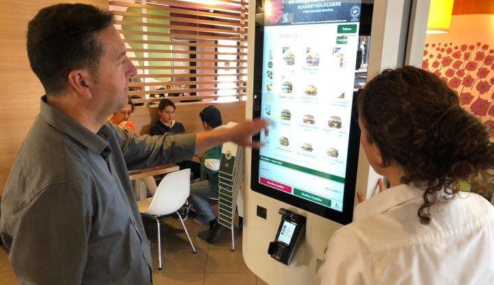 McDonald's de Los Patios (Málaga) incorpora McCafé, kioskos de pedidos y servicio a mesa