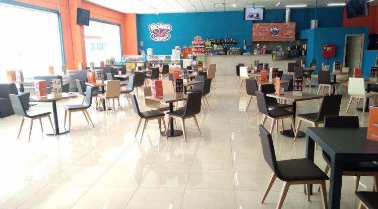 Almuerzos, meriendas y cenas en el restaurante familiar del parque de saltos Bobby Jump Málaga