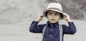 niño sombrero. A partir de los 6 años los niños son capaces de hacer  razonamientos más complejos y mejorar su capacidad para llegar a  conclusiones. 7c2b2ced439