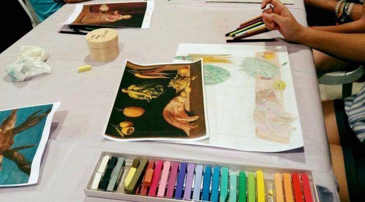 Clases de artes plásticas para niños mayores de 11 años en la Cofradía del Rocío de Málaga