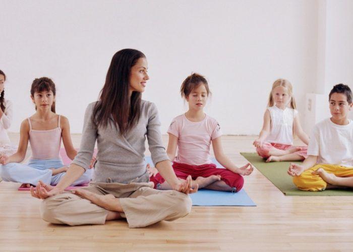 Yoga en familia y taller sensorial para niños en Centro Depeques (Fuengirola)