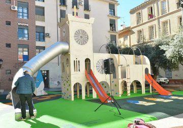 Visita el parque de juegos para niños de Las Cofradías en Málaga centro