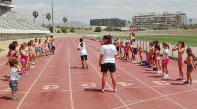 Campamento de verano para niños con Deportae en Martín Carpena