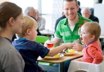 Come con tus hijos en Ikea Málaga y disfruta de tus compras mientras ellos juegan