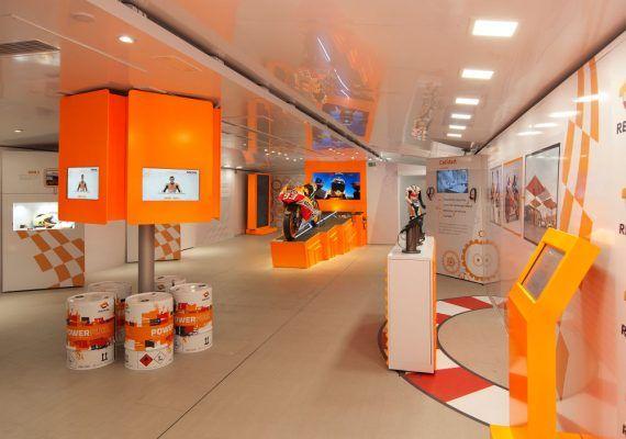 La exposición Repsol Racing Tour con la moto de Marc Márquez llega a Málaga