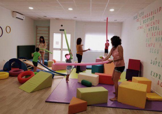 Actividades y talleres para niños y adultos en el espacio educativo Donde crecen las emociones (Málaga)