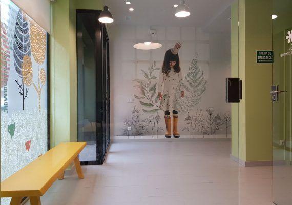 Animación infantil y charlas para padres en la inauguración de la escuela de inglés Kids&Us en el centro de Málaga