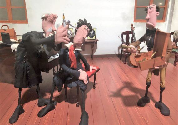 Visita gratis con niños la exposición Plastihistoria de la música en el Archivo Municipal de Málaga