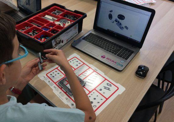 Campamento de Navidad para niños sobre robótica educativa en inglés en Málaga