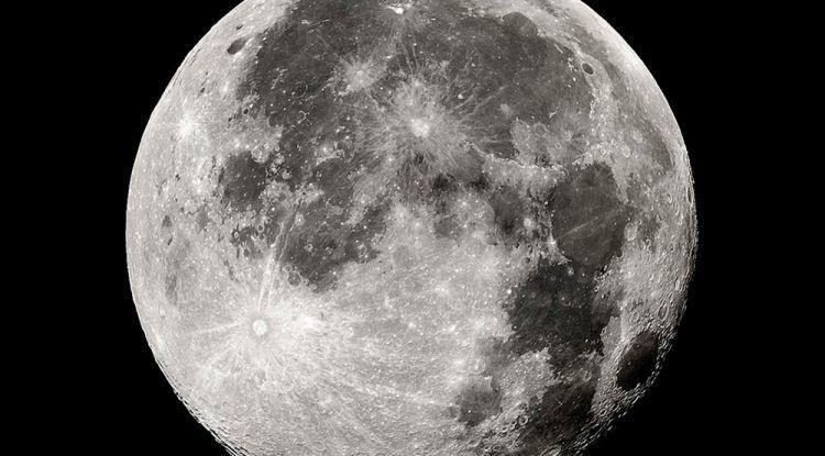 Manualidades para niños: ¿quieres tener la luna en tu habitación?