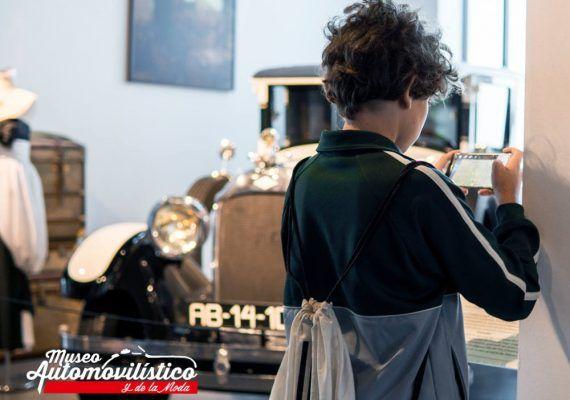 Visita guiada por el Día de la Mujeren el Museo Automovilístico y de la Moda de Málaga
