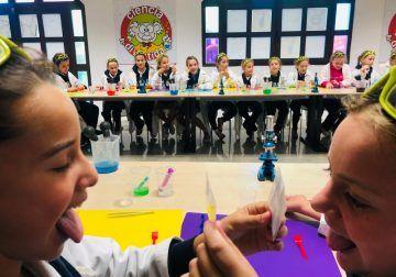 Campamento científico para niños esta Semana Blanca en Planeta Explora (Benalmádena)