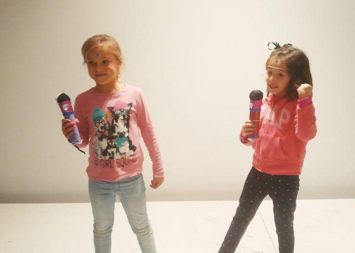 ¿Tienes un hijo cantarín? Saturna te enseña a crear un micrófono