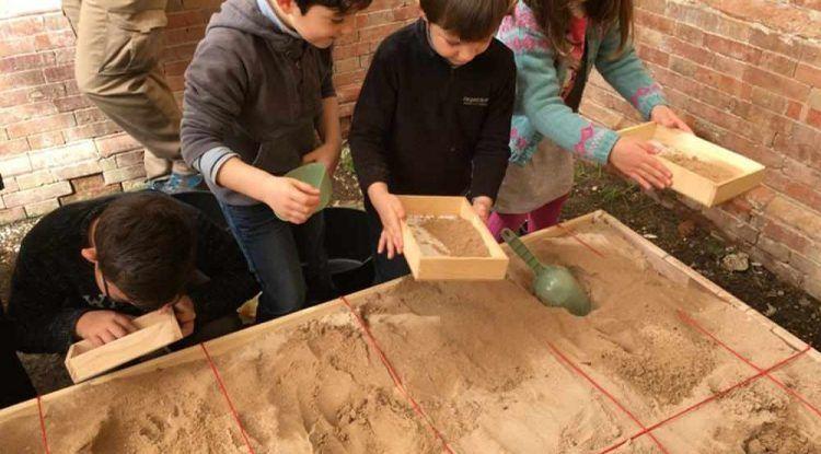 Campamento para niños de Semana Blanca sobre la historia de Egipto en La Térmica de Málaga