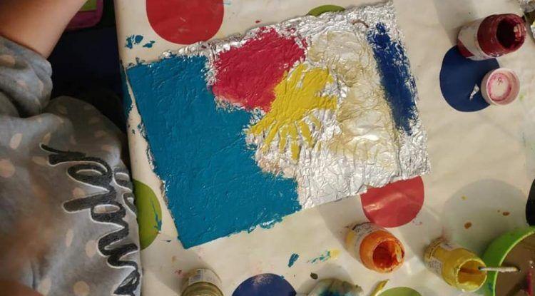 Manualidades infantiles: cómo crear tu propio lienzo personalizado