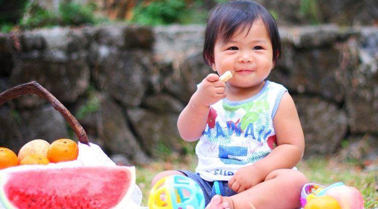 Alimentos que pueden provocar atragantamiento en niños y cómo actuar si se produce