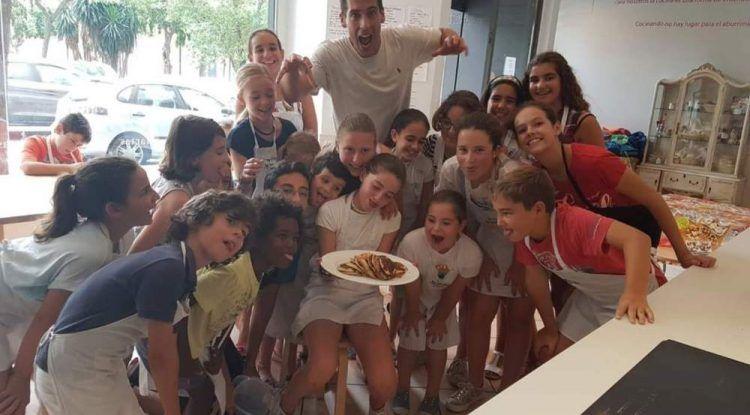 Aprende a cocinar en el campamento de Semana Santa para niños de La Mesa Málaga