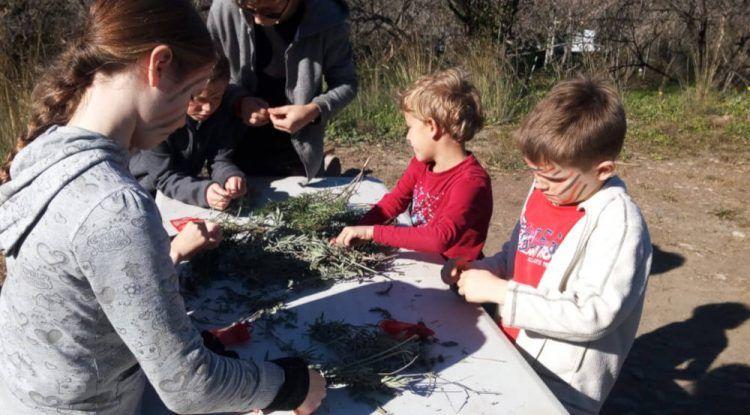 Campamento prehistórico de verano para niños de la mano de ArqueoEduca en Málaga