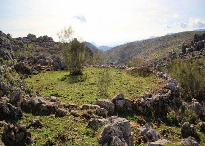 Senderismo en familia: ruta por los Riscos de Júzcar, el pueblo azul de la Serranía de Ronda