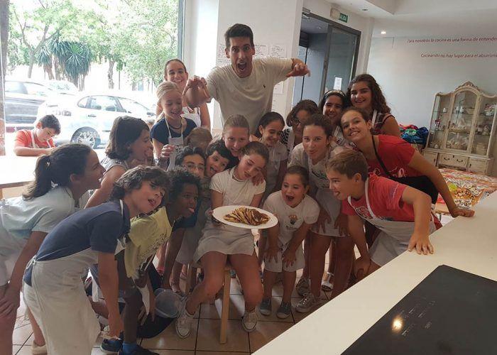 Campamento de verano de cocina para los peques con la Mesa Escuela de Cocina en Málaga