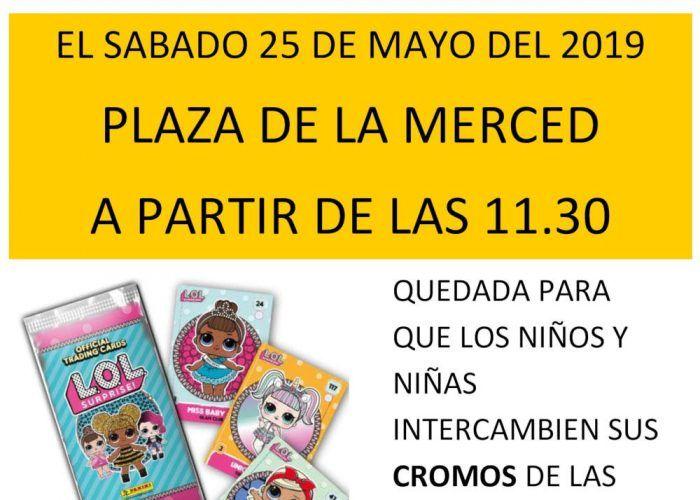 Intercambio de cromos de muñecas Lol en la plaza de la Merced de Málaga este sábado