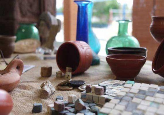 Talleres didácticos 'Antigua Roma' con Arqueorutas Málaga para que los alumnos del cole
