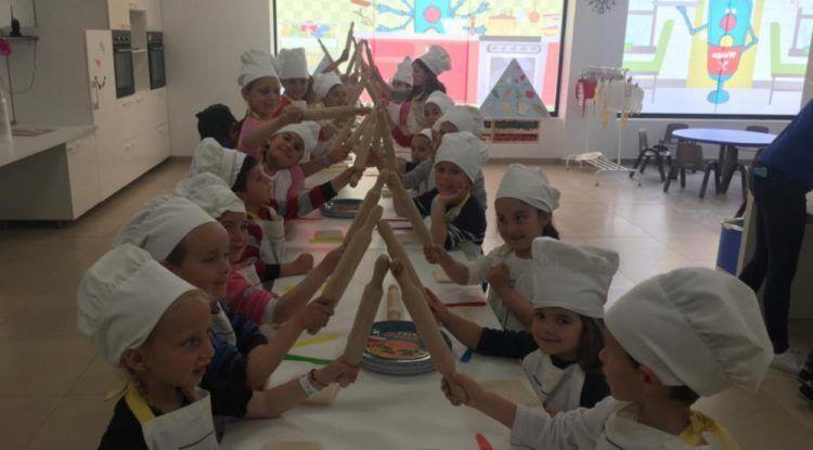 Campamento de verano para niños en La Ciudad de Waigo (Málaga) con cocina, arte y teatro