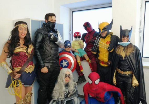 Asociación Superhéroes: cómo sacar una sonrisa a niños con cáncer hospitalizados en Málaga