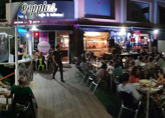 Cenas en familia en la terraza de Poppins de Ahaurín de la Torre con talleres infantiles y música en directo