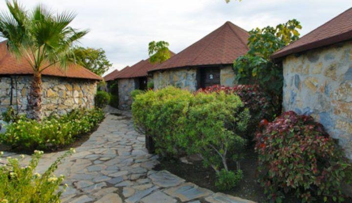 Duerme con niños en los poblados africanos del hotel de Selwo Aventura Estepona