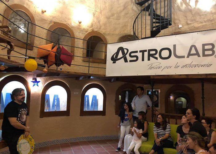 Taller de astronomía y observaciones con niños en AstroLab (Yunquera) en diciembre