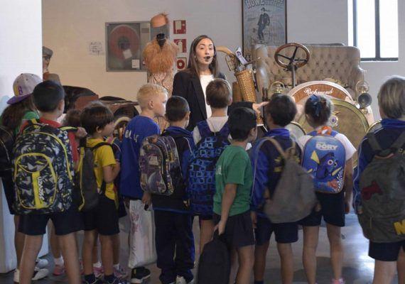 Visitas escolares teatralizadas en el Museo Automovilístico y de la Moda de Málaga