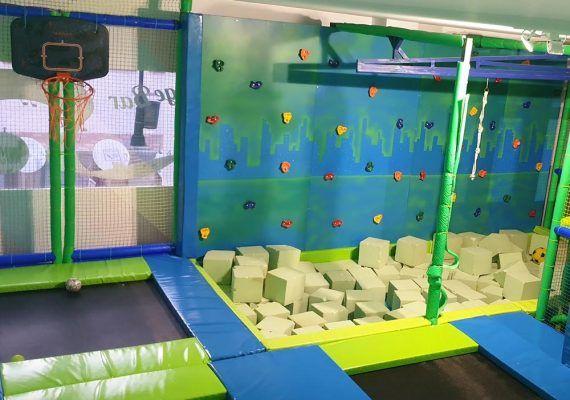 Ocio infantil con múltiples actividades en el restaurante Jump&Music de Fuengirola